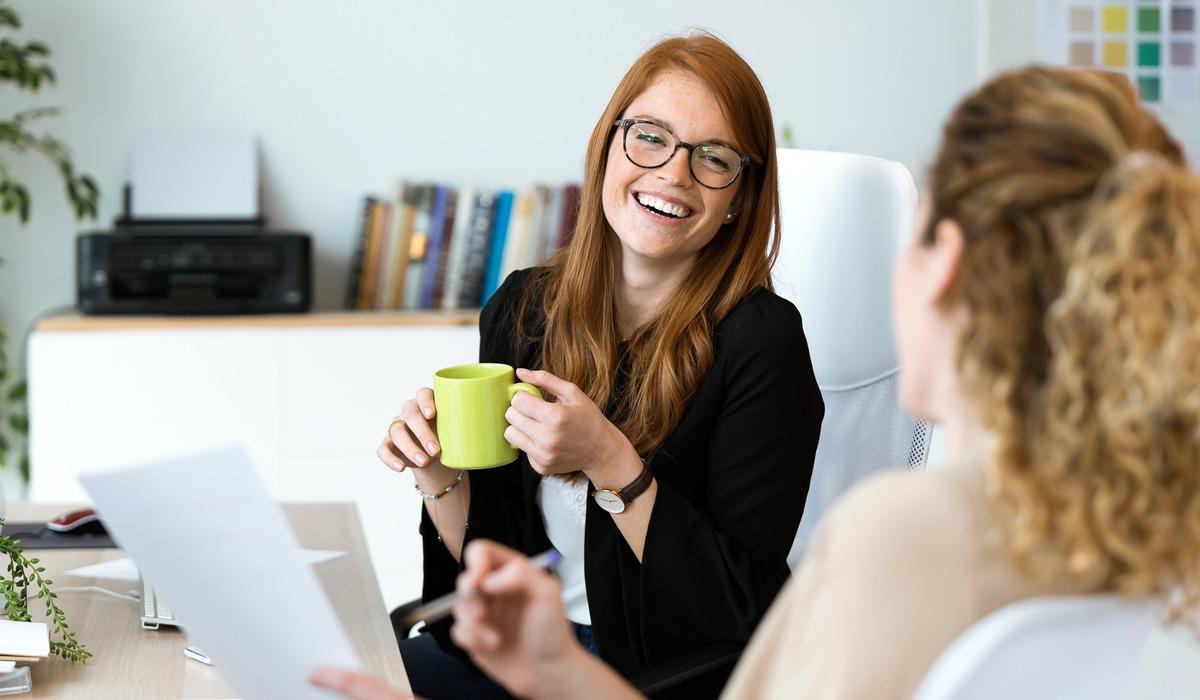 werknemer, collega, koffie, lachen