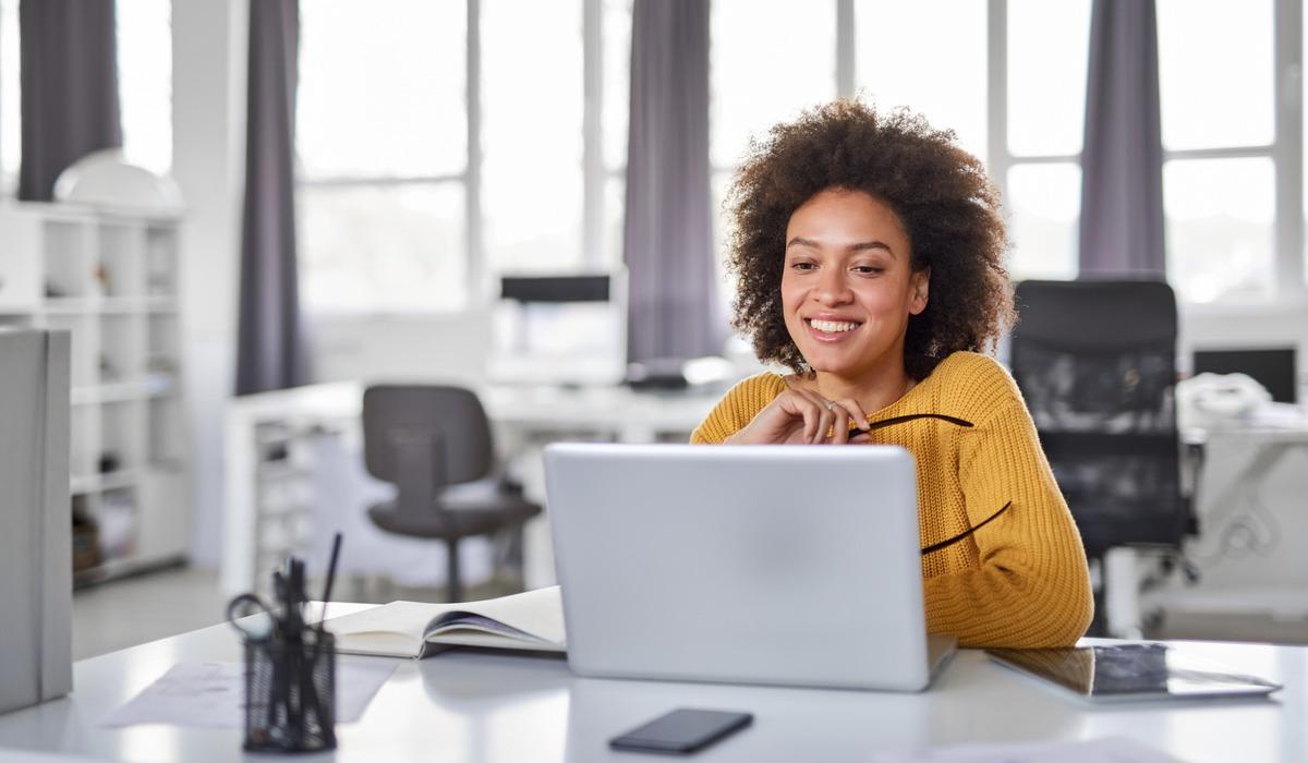 vrouw, laptop, werk
